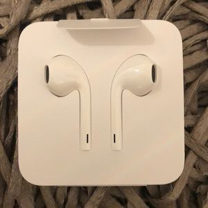Bran new Earpods with Lightning Connector😄